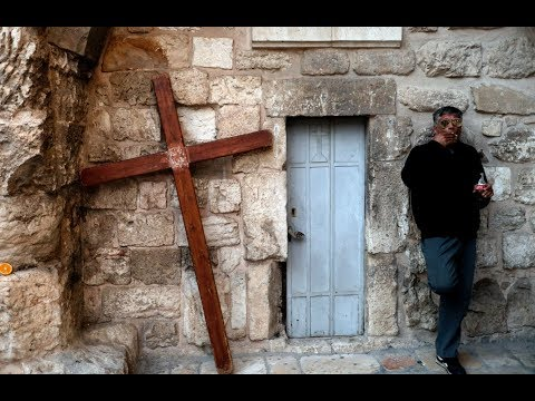عائلة مسلمة تمتلك مفتاح كنيسة القيامة وتتولّى حراستها