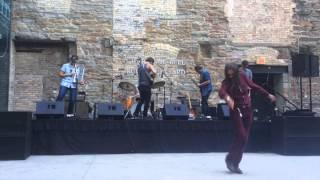 Maroon Dancer dances to Phoenix - Lisztomania (Alex Metric Remix)