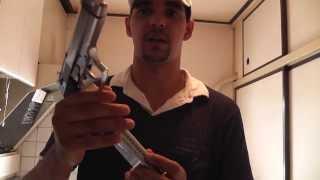 pistola M92F (furando lata de cerveja) AIRSOFT