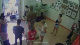 Una cámara de seguridad capta el momento del atentado en Barcelona