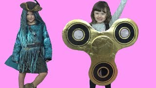 Isla Halloween Dress up Make Over + Olivia as Giant Golden Fidget Spinner fun video for kids