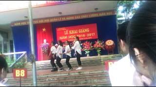 Nữ sinh lớp 10  nhảy cực đỉnh
