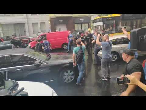 На Порошенко совершили нападение после допроса в ГБР