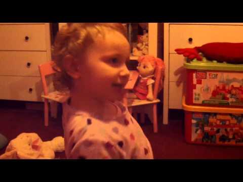 Lily singt das *Schneemann~lied*.. ;)