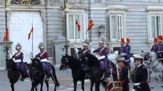 Королевский дворец в Мадриде парад 2 мая 2014(Королевский дворец в Мадриде., 2014-05-11T08:50:02.000Z)