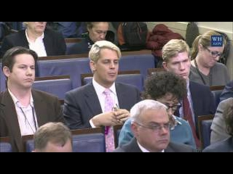 Milo Yiannopoulos Asks White House Press Secretary Josh Earnest about Freedom of Speech