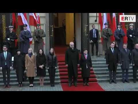 Ora News - Rama në Poloni, shikoni pritjen që i bëri kryeministrja Beata Szydlo