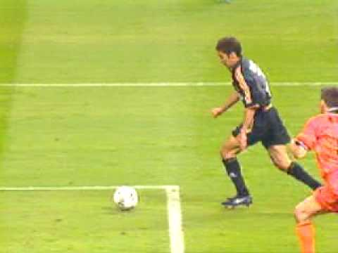 Raul's goal in Real Madrid-Valencia 3-0 (Champions League final 2000-Paris)