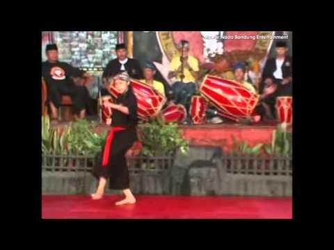 Pencak Silat Tepak Dua Ayun Ambing naek Balik Subuh-Gadjah Putih Gemah Kodya Bandung
