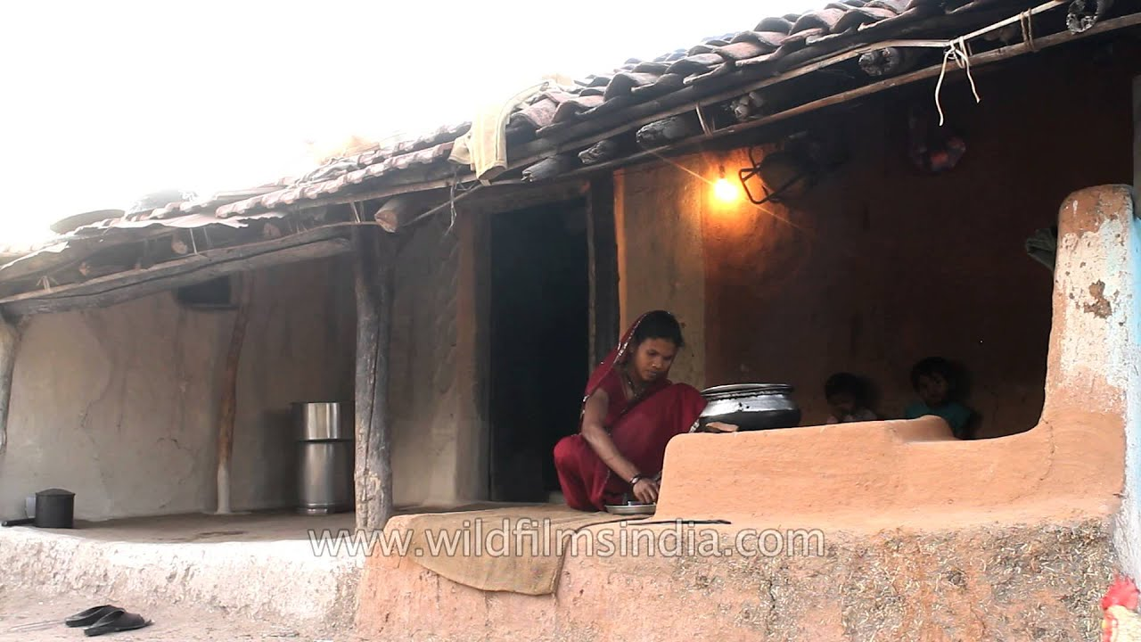 Madai village woman cooking food in an outdoor kitchen - YouTube