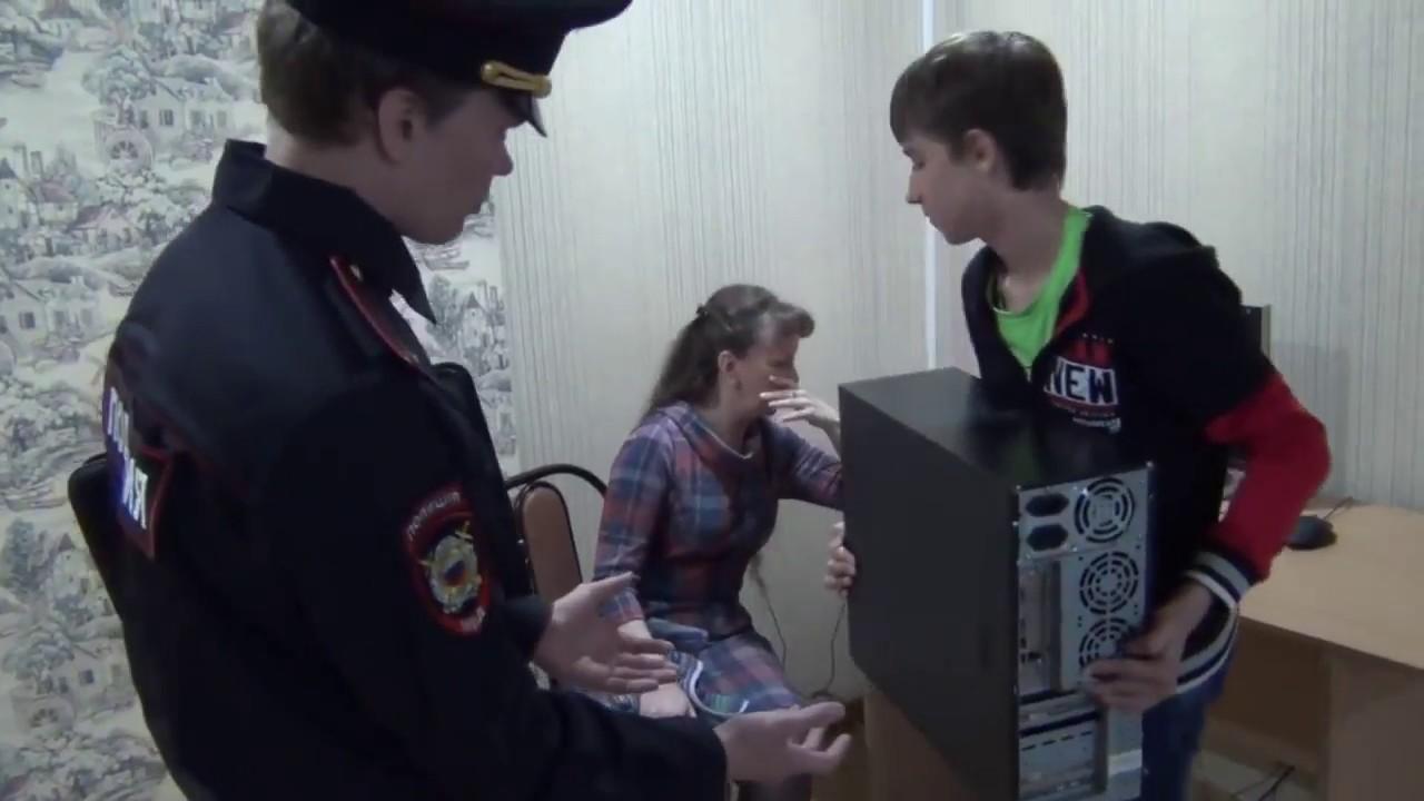 ''Момент из видео канала Cegou''Полицейский забрал у пацана компьютер на 15 суток