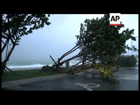 A large and powerful Hurricane Irene roared across the Bahamas archipelago on Wednesday, pummeling t