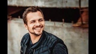 Супруга актера Алексея Янина рассказала, как проходит его лечение после инсульта