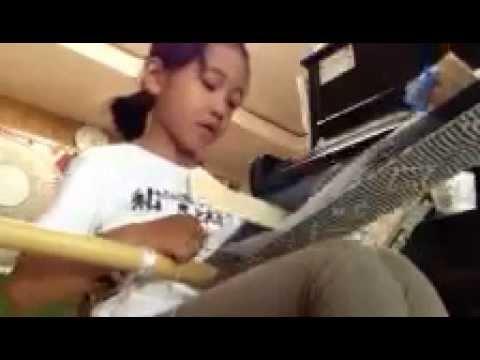 anak Sekolah Dasar negara Jepang menyanyikan lagu kebangsaan Indonesia Raya
