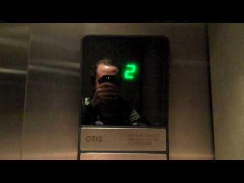 Nashua, NH.: Otis Series 1 Hydraulic Elevator @ Borders Bookstore
