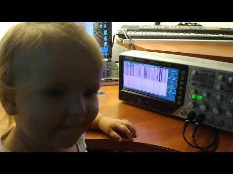 Осциллограф Hantek DSO4254C и маленькая девочка