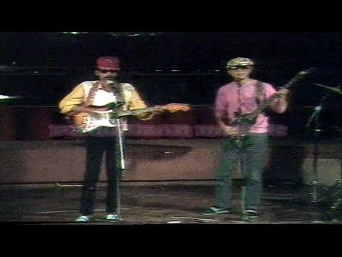 Gombloh & Arie Wibowo - Di Radio Ada Anak Singkong (Original Music Video & Clear Sound)