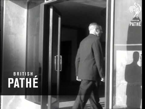 Duke Of Edinburgh Visits Royal Observatory - Hurstmonceaux (1958)