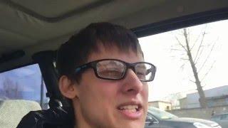 Дерзкий водитель бМВ пытается уйти от Гольфика
