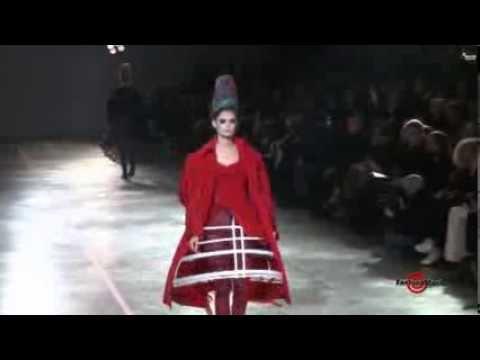 Yohji Yamamoto - Paris Fall Winter 2011 Fashion Runway Couture show