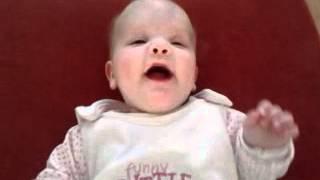 Mijn kleine meid Lisa (14-12-2011) Love you Lisa haar eerste echt lachje met geluid