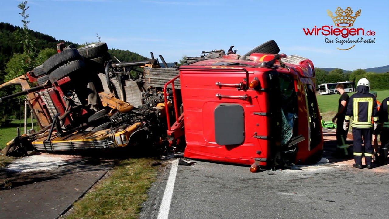 Kollision zwischen Lkw und Bus fordert einen Toten (Kichhundem-Flape ...