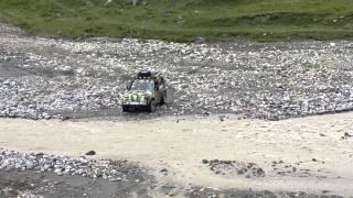 Экстрим Нива УАЗ(Нива и УАЗ переезжают реку Малку., 2014-08-24T14:13:50.000Z)