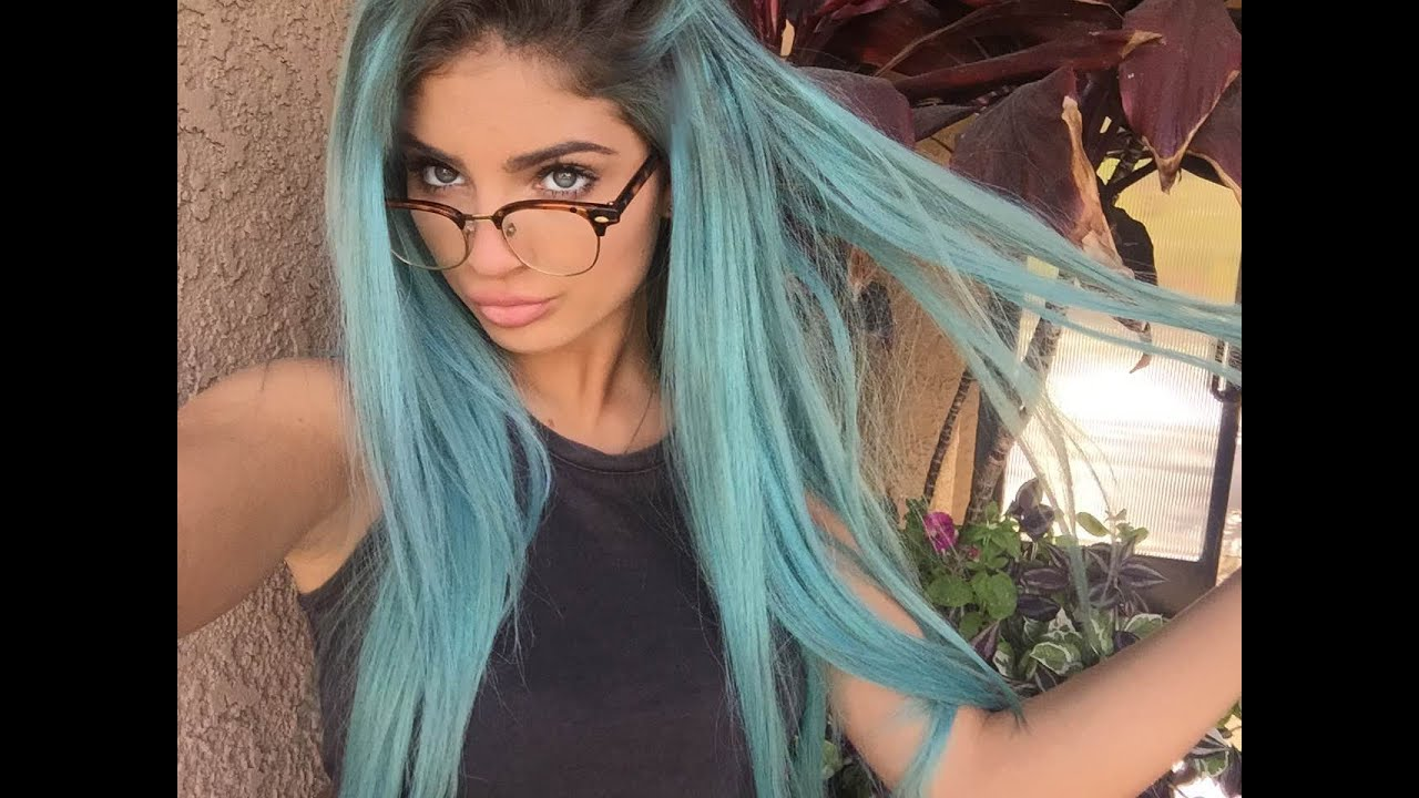 HOW TO DYE YOUR HAIR BLUE ♡ - YouTube