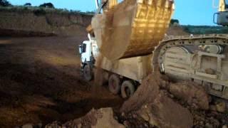 Danielzim operando a escavadeira VOLVO 700 em Catalão