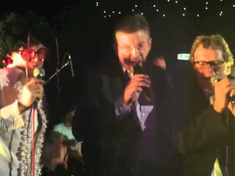 Ross Brawn, Nico Rosberg and Norbert Haugh sing with Rockaoke - Mustang Sally