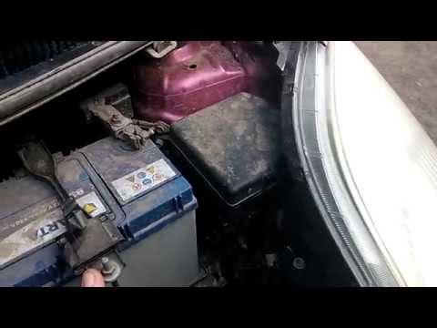 Toyota Vitz 2006. Замена лампочки