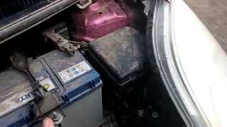 Toyota Vitz 2006. Замена лампочки(, 2014-10-06T07:00:52.000Z)