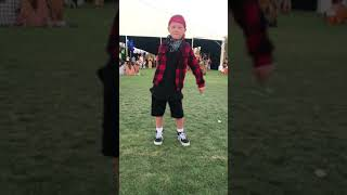 Teaching people how to floss Age 6 coachella 2018  flossing tutorial