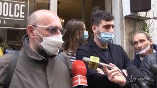 Il ristoratore romano apre per protesta ma prima dei clienti arriva la polizia locale
