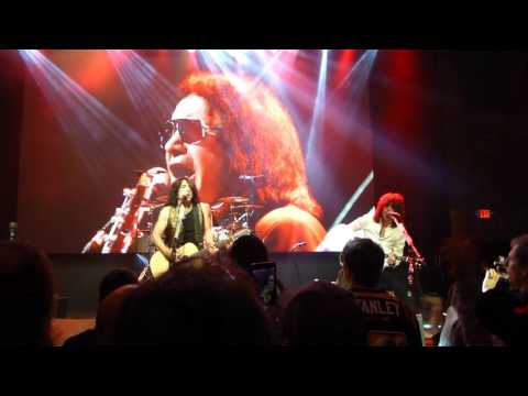 """KISS - """"Calling Dr Love"""" (Acoustic) - 2-11-16 - Sioux Falls, SD - Badlands Pawn"""