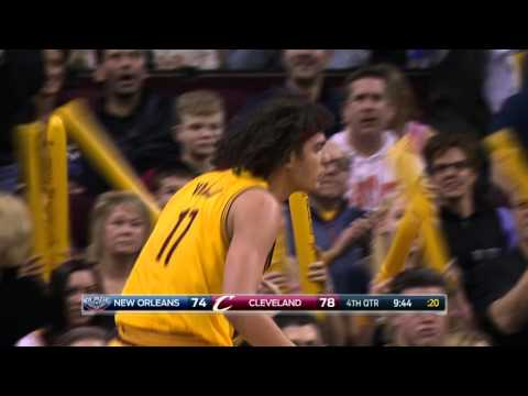 Anderson Varejao Chases It Down