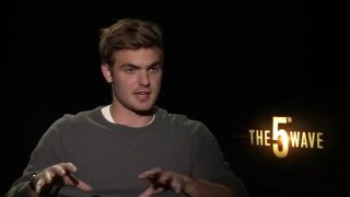 The 5th Wave Interview - Alex Roe