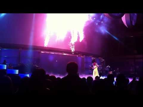 Rihanna Loud @ Dallas California King Bed NEW HD