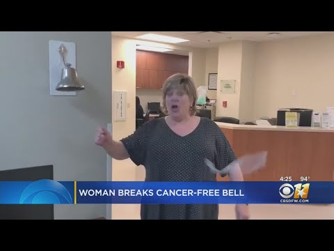 """Andi and Kenny - Woman Finishes Radiation And Breaks """"Cancer-Free Bell"""" In Excitement"""
