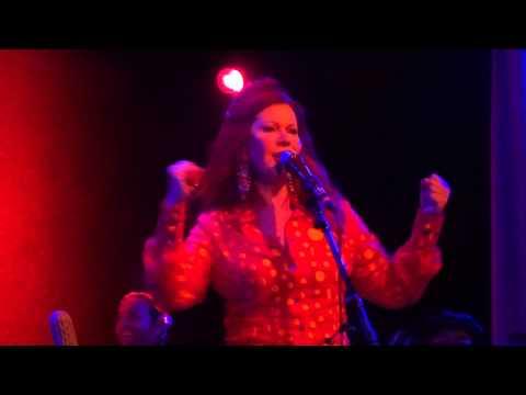 "Kate Pierson ""Shiny Happy People"" Chicago, IL 7-21-2015 (R.E.M. cover)"