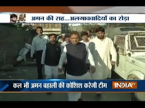 Watch: SAS Geelani refuses to meet leaders from the all party delegation as they arrive to meet him
