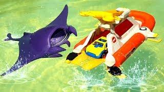 Іграшки Matchbox ЧОВЕН, МАШИНКА І МОРСЬКИЙ СКАТ Розпакування Play set unboxing toys Ігри біля басейну