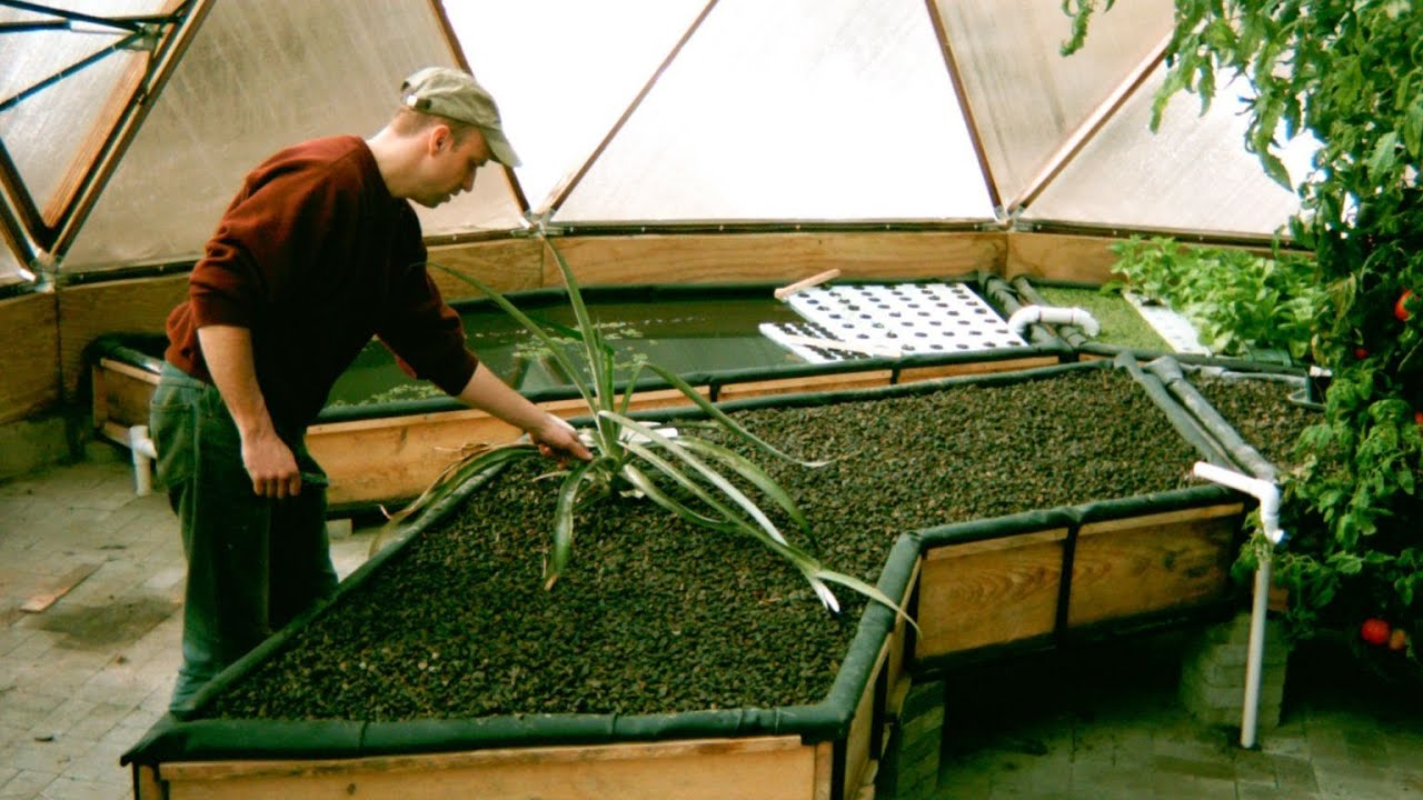 Building aquaponic grow beds time lapsed youtube for Aquaponics grow bed