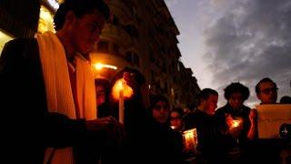 فيديو| وقفة صامتة بالشموع حدادا على ضحايا