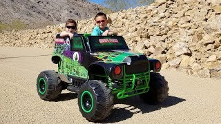Unboxing 24V Grave Digger Monster Jam Truck Power Wheels Ride On
