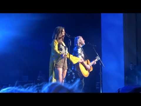 "Little Big Town sings ""Lost in California"" live on the Bandwagon Tour"