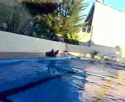 Angulo surfing en la piscina de viana youtube for Piscinas viana