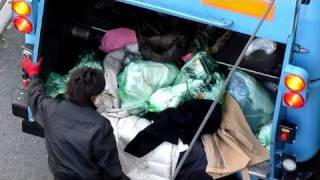 ゴミ収集車 燃えるゴミ thumbnail
