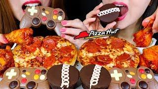ASMR CHEESY PEPPERONI PIZZA, EDIBLE GAME CONTROLLER, SPICY WINGS, CHOCOLATE CAKES 먹방 | Kim&Liz ASMR
