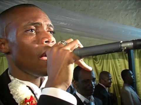 FARID YOUSSOUF EN LIVE 2009 MARSEILLE AVEC NGOMA (CHANSONS COMORIENNES TOIRAB)